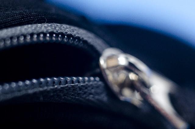 財布のジッパー