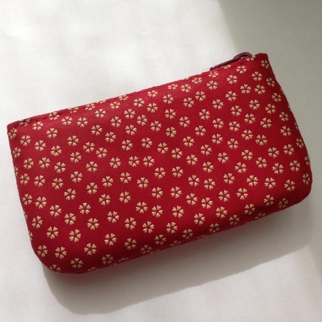 赤色の財布