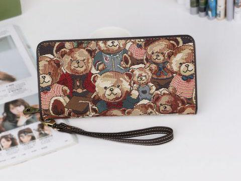 クマ柄の財布
